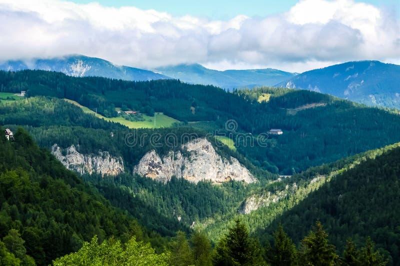 Schöne Berglandschaft in den österreichischen Alpen lizenzfreies stockfoto