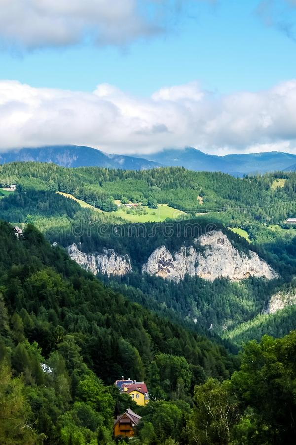 Schöne Berglandschaft in den österreichischen Alpen lizenzfreies stockbild