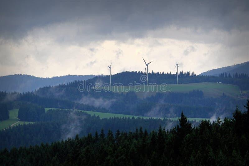 Schöne Berglandschaft an der Dämmerung im Schwarzwald, Deutschland lizenzfreies stockfoto
