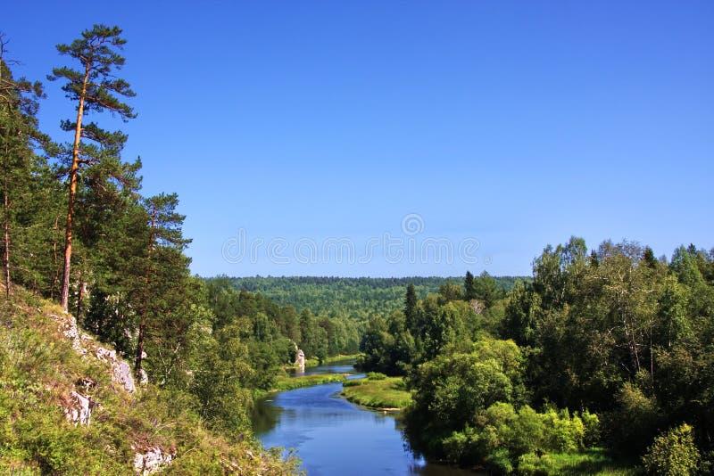 Schöne Beschaffenheit des Ural Flusses Chusovaya lizenzfreies stockbild