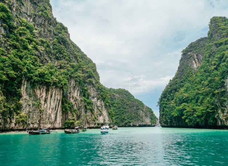 Schöne Beschaffenheit von Krabi-Inseln in Thailand lagunen grünes Wasser lizenzfreie stockbilder