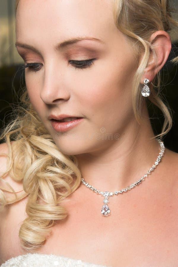 Schöne blonde Braut stockfoto