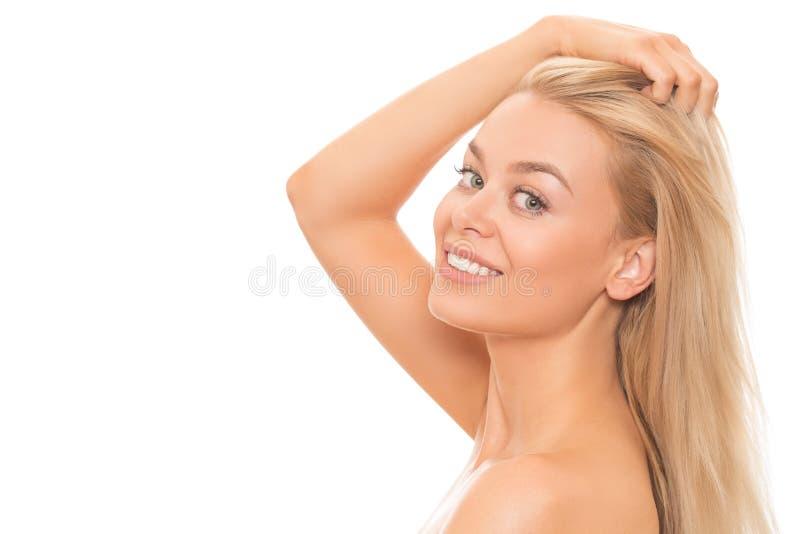 Schöne blonde Frau getrennt auf Weiß stockfotografie