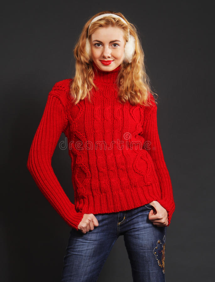 Schöne blonde Winterfrau lizenzfreie stockbilder