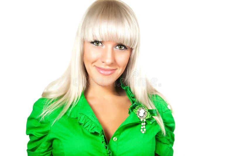 Schöne Blondine mit grünen Augen lizenzfreie stockbilder