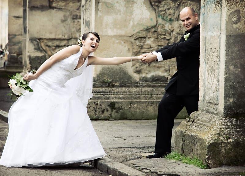 Schöne Braut und Bräutigam stockfoto