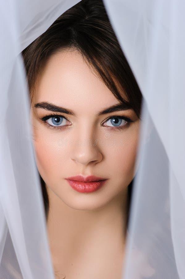 Schöne Brautporträt-Hochzeitsfrisur und bilden lizenzfreie stockfotos