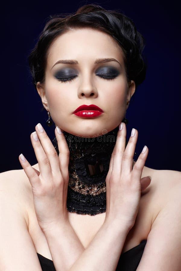 Schöne Brunettefrau stockfoto