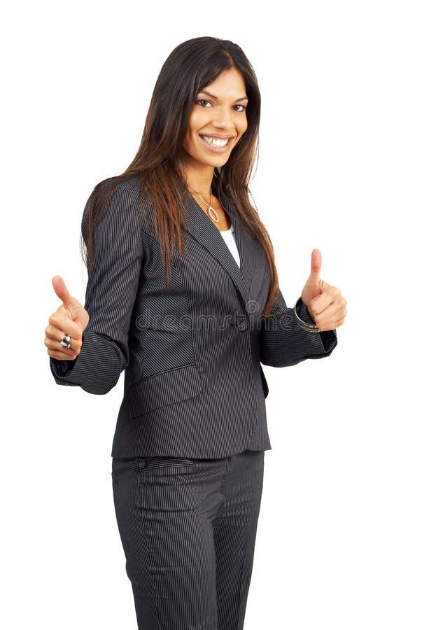 Schöne Brunettegeschäftsfrau, die Daumen aufgibt lizenzfreies stockfoto