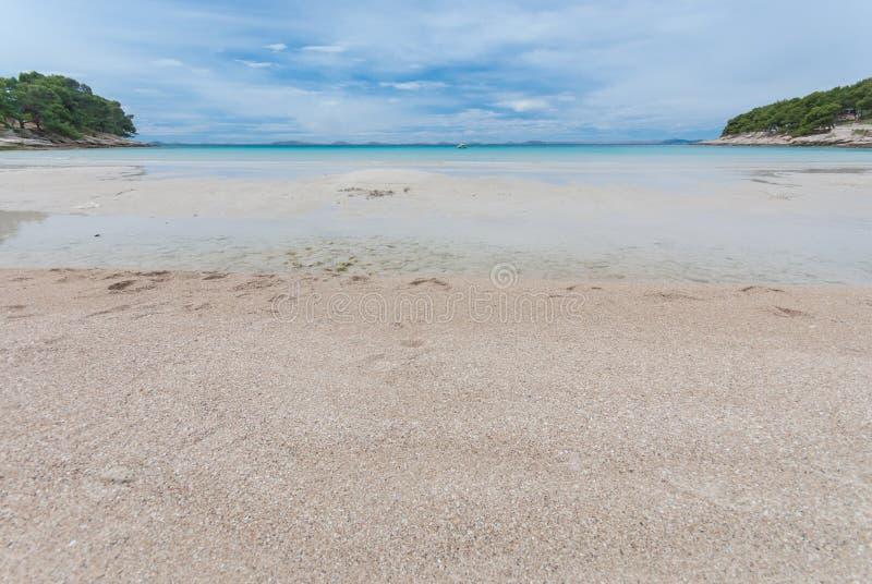 schöne Bucht Slanica auf Murter-Insel, Dalmatien, Kroatien stockbild