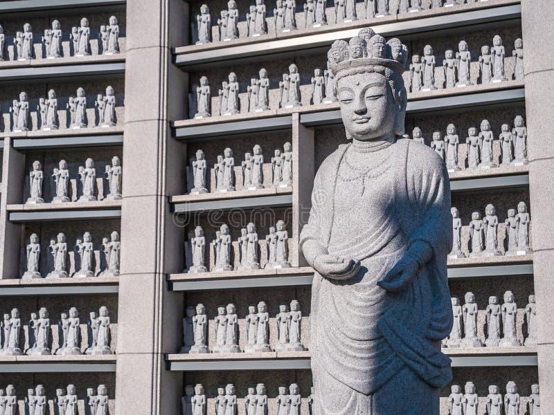 Schöne Buddhismus-Statue in Bongeunsa-Tempel lizenzfreie stockbilder