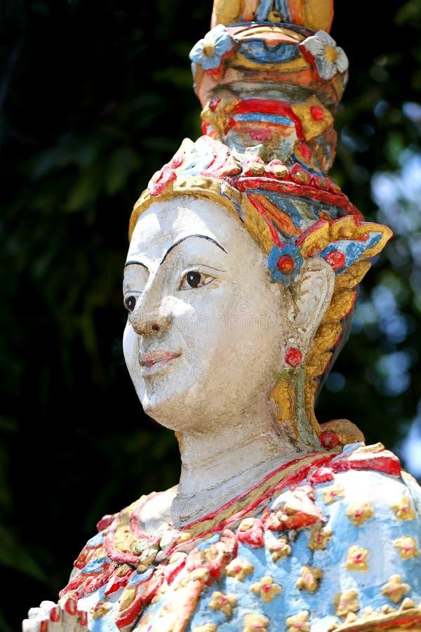 Schöne buddhistische Statue stockfotos