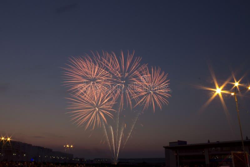 Schöne bunte Feuerwerke lizenzfreies stockfoto
