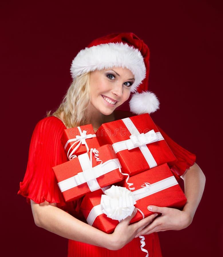 Schöne Dame in der Weihnachtsschutzkappe lizenzfreies stockfoto
