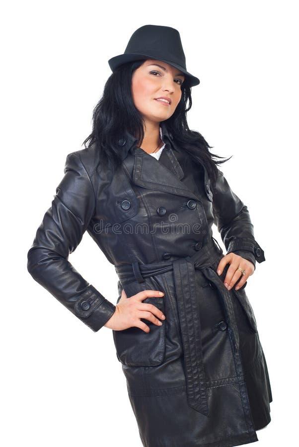 Schöne Detektivfrau im Leder lizenzfreies stockfoto