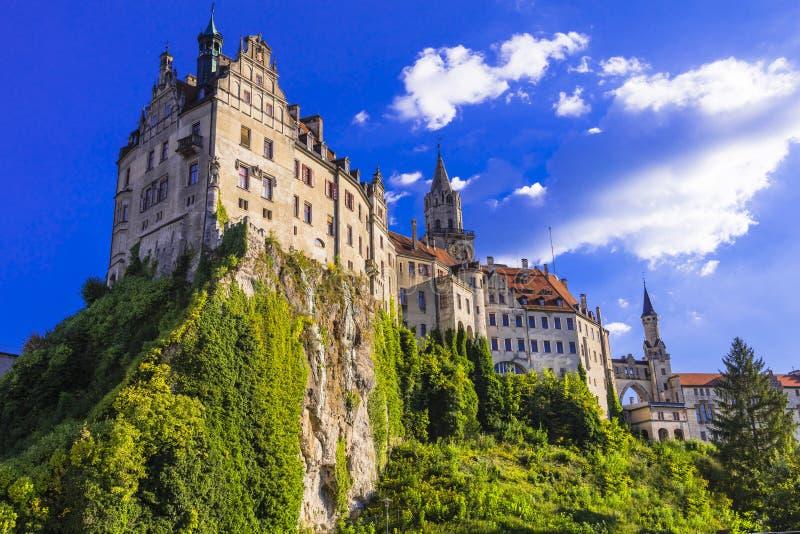 Schöne deutsche Schlösser eindrucksvolles Sigmaringen über Felsen Marksteine von Deutschland lizenzfreies stockbild