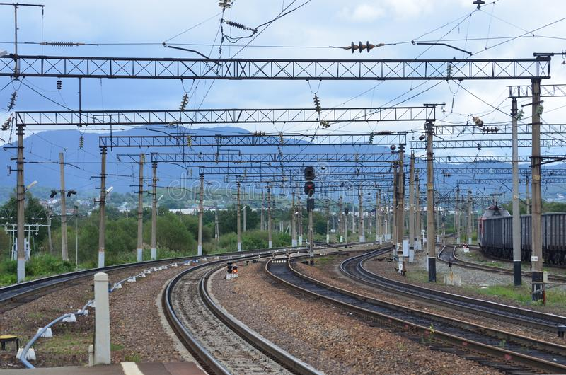 Schöne Drehung der Eisenbahn, Fototag, Sommer lizenzfreie stockfotos