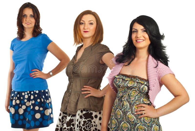 Schöne drei mittlere erwachsene Frauen stockfotos