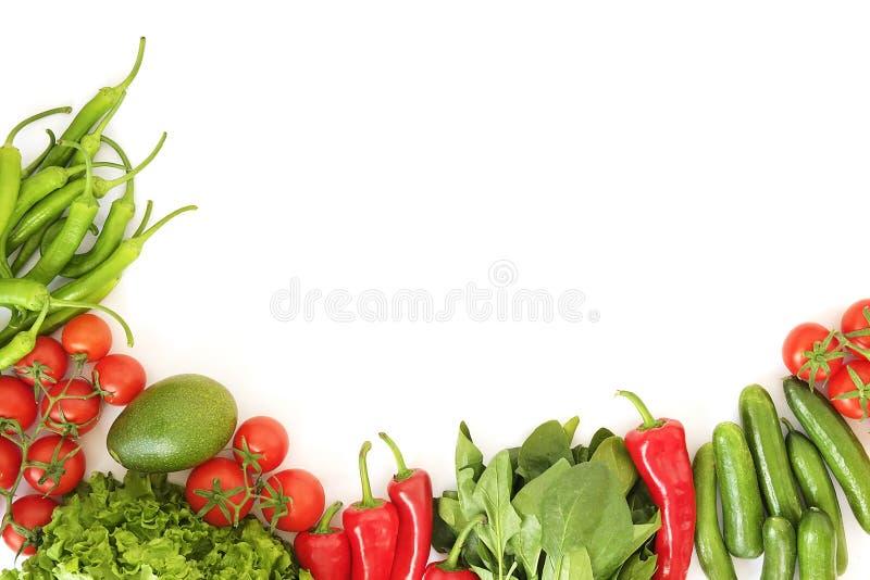 Schöne Ebene legen Zusammensetzung mit verschiedenen Arten der gemischten frische Frucht-, Gemüse- und Krautzusammenstellung auf  stockfotos