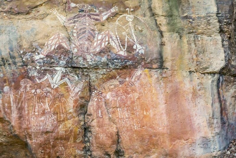 Schöne eingeborene Felsmalereien an Nourlangie-Felsen, Kakadu-Park, Australien stockbilder