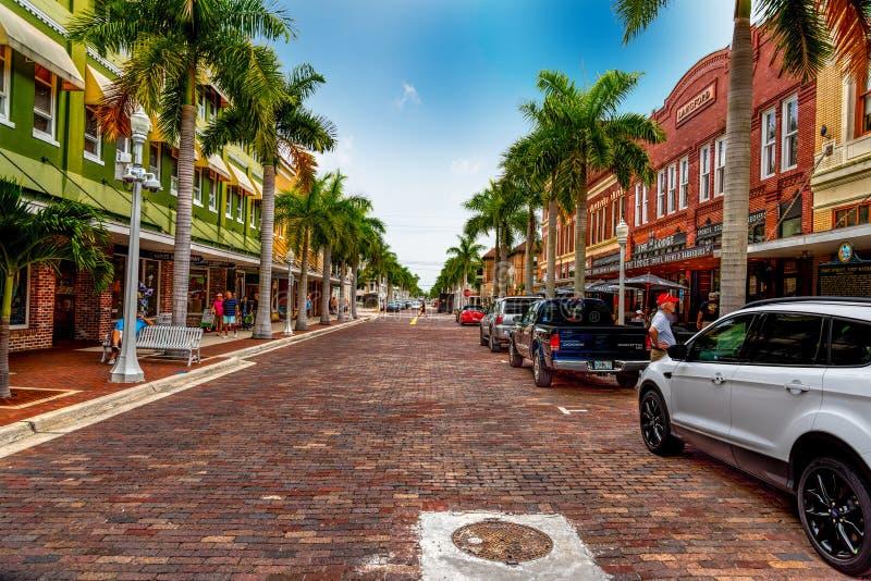 Schöne erste Straße in der alten Stadt Fort Myers lizenzfreie stockbilder