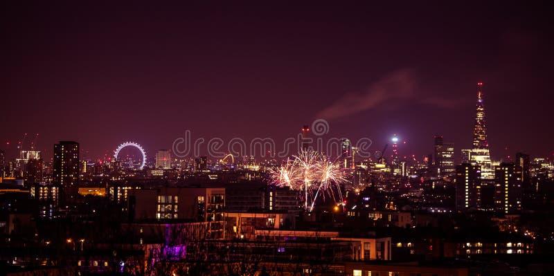 Schöne Feuerwerke über London Sylvesterabende, Ansicht vom Greenwich-Punkt-Hügel lizenzfreie stockfotografie