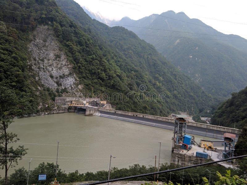 Schöne Flussverdammung konstruiert auf Fluss Teesta in Sikkim, Indien lizenzfreies stockfoto