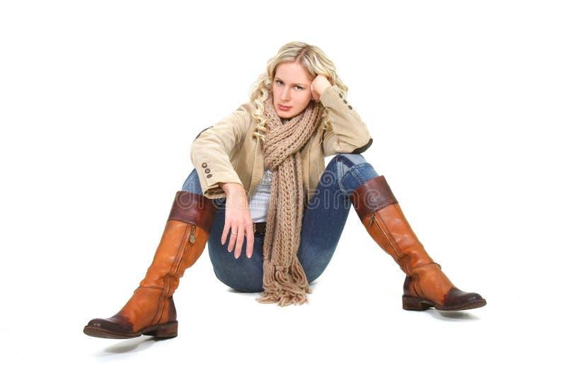 Schöne Frau in der Winterkleidung stockbilder
