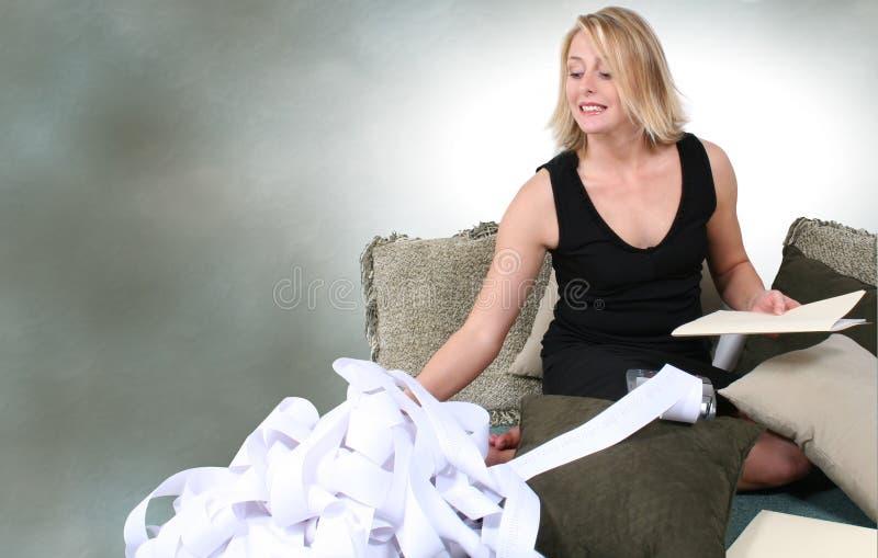 Schöne Frau, Die Steuern Tut Oder Zu Hause Plant Lizenzfreies Stockfoto