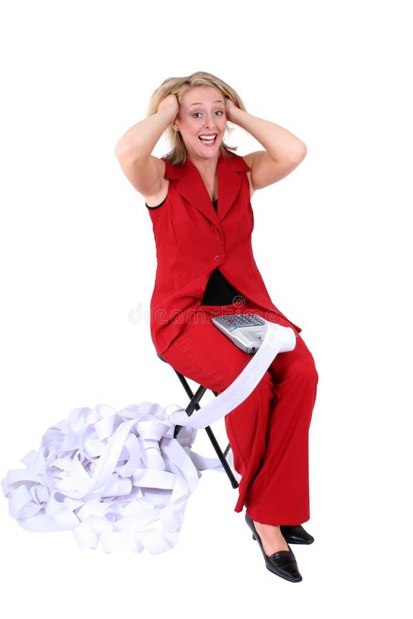 Schöne Frau frustriert mit Berechnungen lizenzfreie stockfotos