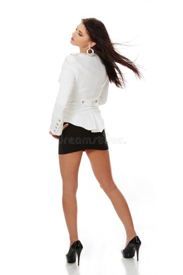 Schöne Frau im glänzenden reizvollen Kleid stockfotos