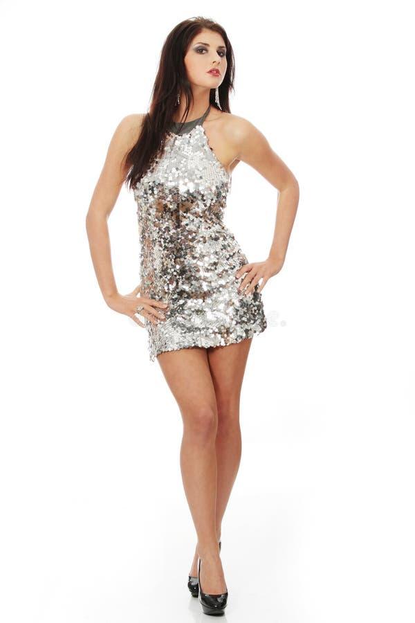 Schöne Frau im glänzenden reizvollen Kleid stockbilder