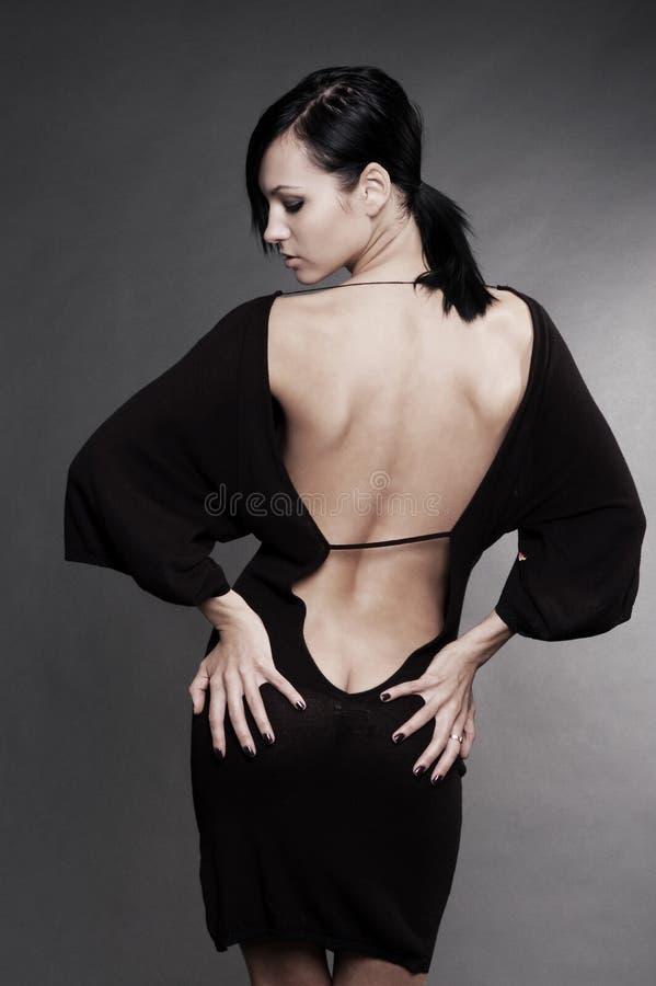 Schöne Frau im reizvollen Abendkleid lizenzfreie stockbilder
