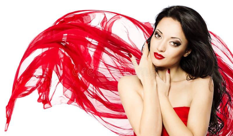 Schöne Frau im roten wellenartig bewegenden Schal stockbilder