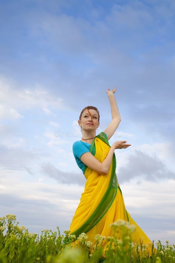 Schöne Frau/indische Kultur lizenzfreie stockbilder
