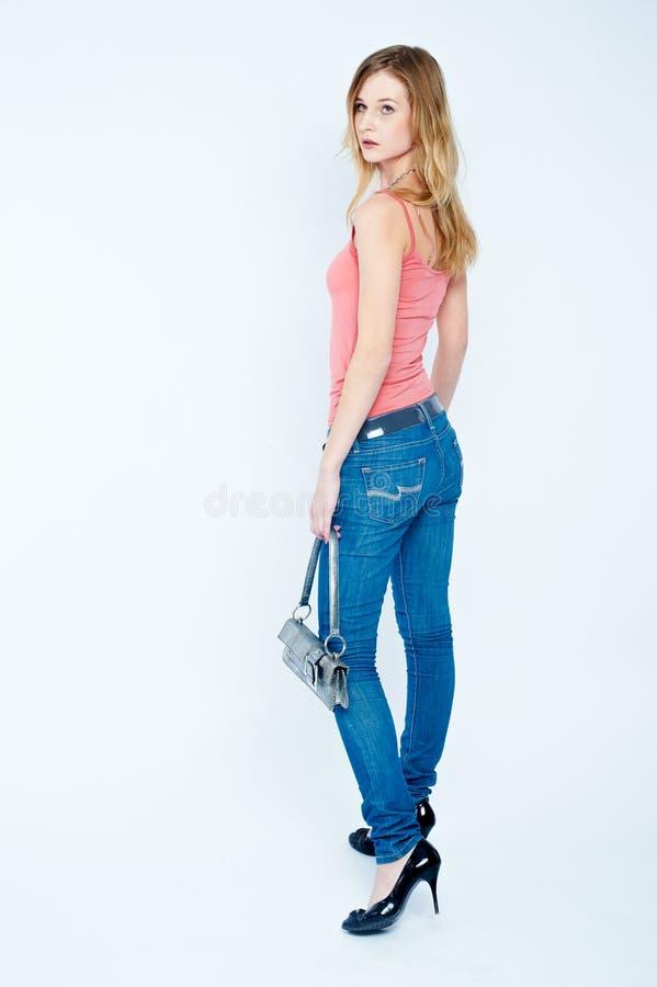 Schöne Frau mit Beutel lizenzfreie stockfotografie