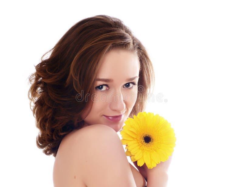 Download Schöne Frau mit Blume stockbild. Bild von baumuster, lächeln - 9091879