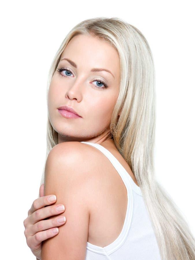 Schöne Frau mit dem langen geraden Haar lizenzfreie stockfotos
