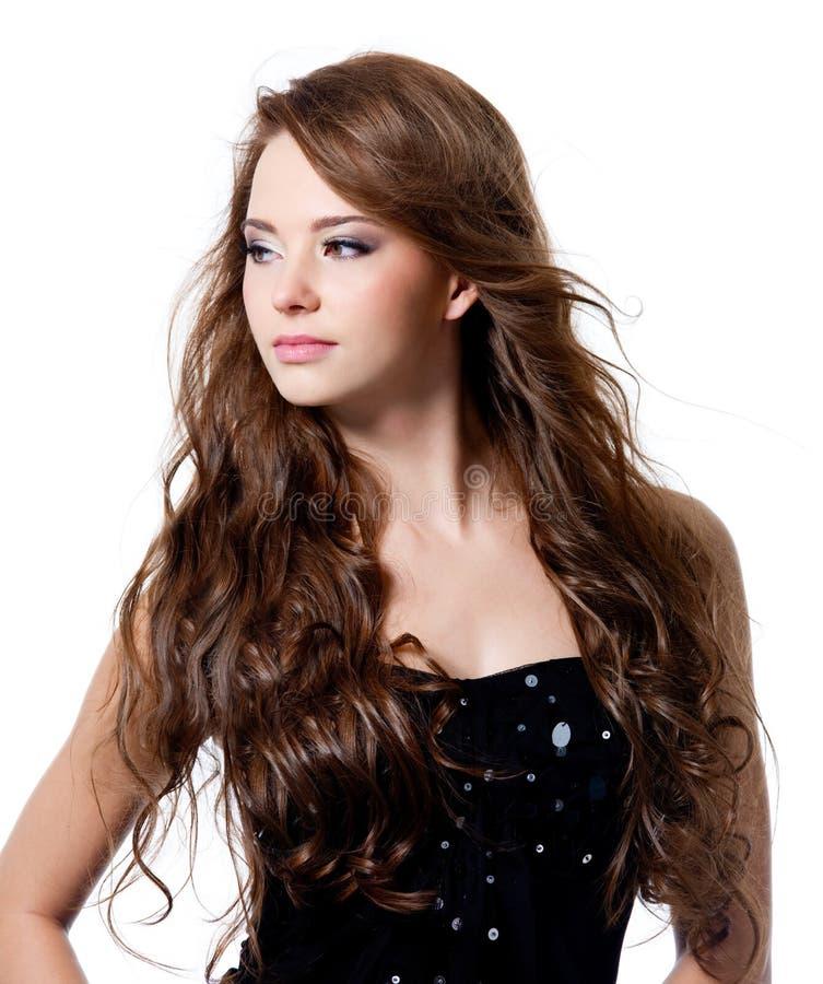 Schöne Frau Mit Dem Langen Lockigen Haar Stockfoto: Schöne Frau Mit Den Langen Braunen Haaren Stockbild