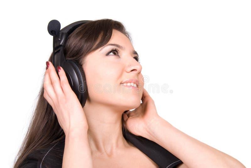 Schöne Frau mit Kopfhörern lizenzfreie stockbilder