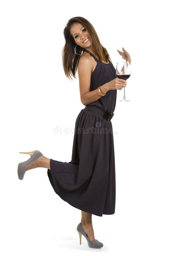 Schöne Frau mit Rotwein lizenzfreie stockfotos