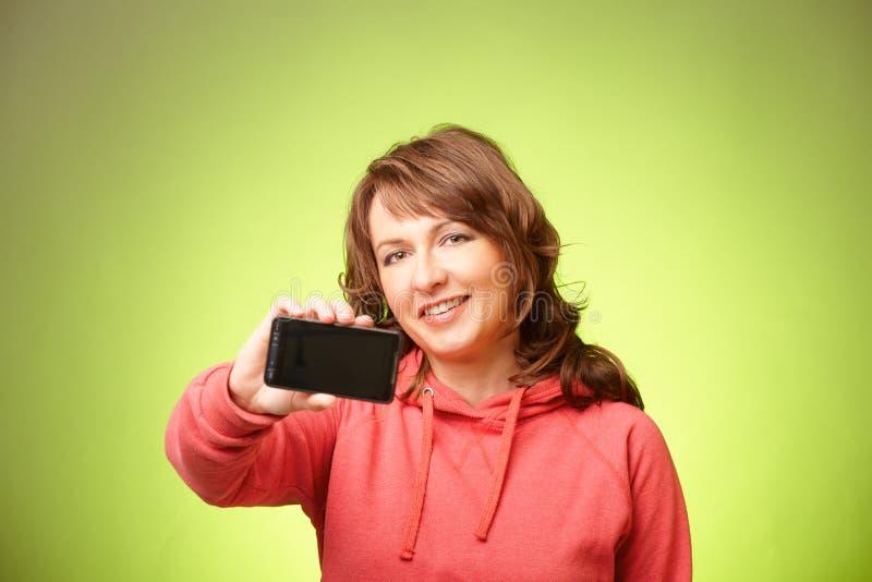 Schöne Frau mit smartphone stockfoto