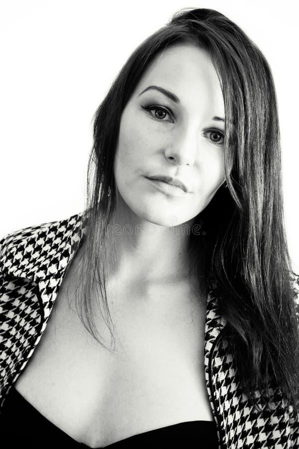 Schöne Frau in Schwarzweiss stockfoto