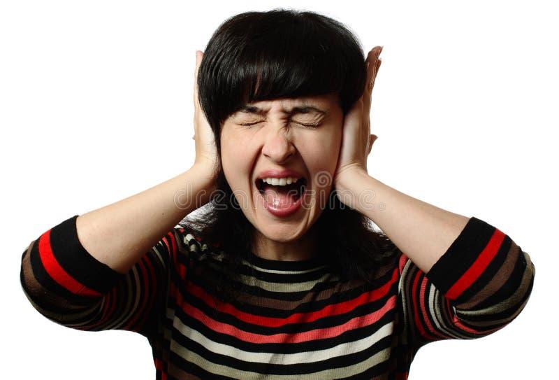 Schöne Frau stoppt ihre Ohren lizenzfreie stockfotos