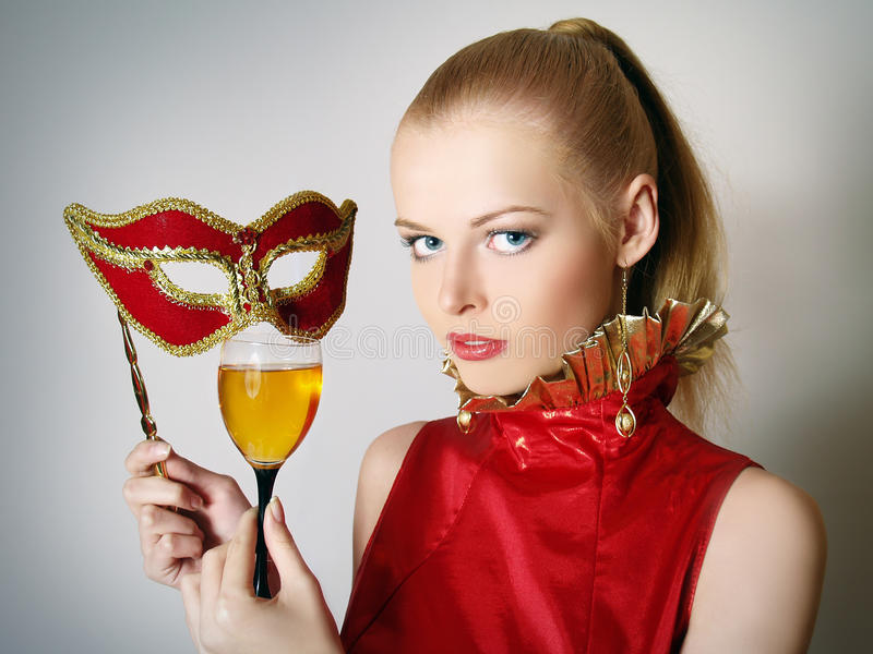 Schöne Frauen mit Glaswein stockfoto