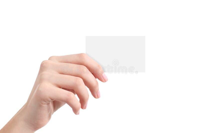 Schöne Frauenhand, die eine leere Visitenkarte zeigt lizenzfreies stockfoto