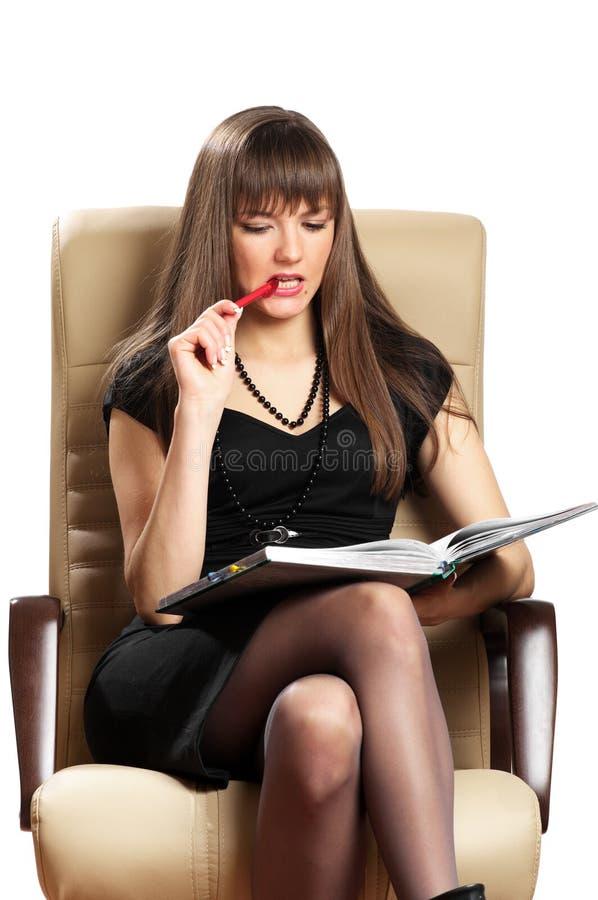 Schöne Frauenschreibensanmerkungen lizenzfreies stockbild