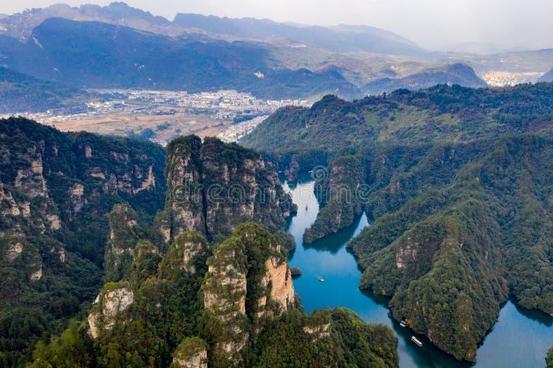 Schöne Gebirgslandschaft von der Vogelperspektive in Zhangjiajie, China stockfotos