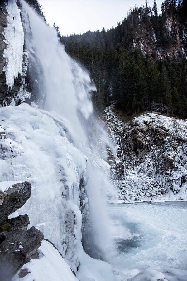 Schöne gefrorene Landschaft an den Krimml-Wasserfällen, Österreich stockbilder