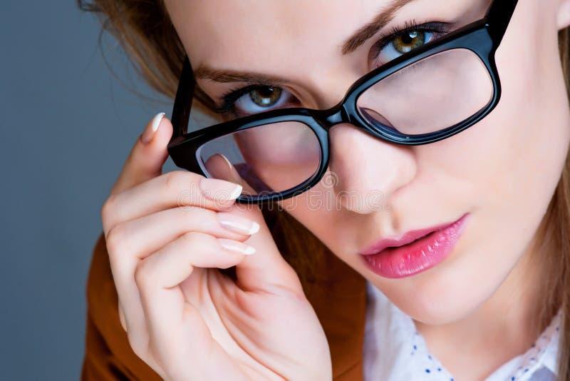 Download Schöne Geschäftsfrau stockbild. Bild von schön, schönheit - 26364727